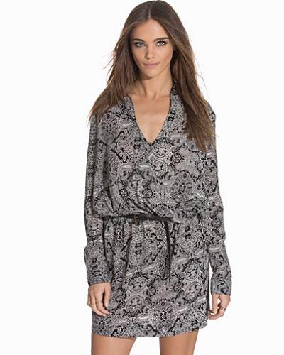 Långärmad klänning Adore Dress från NLY Trend