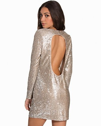 Festklänning från NLY Trend till dam.