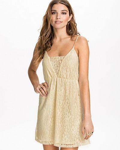 NLY Blush klänning till dam.