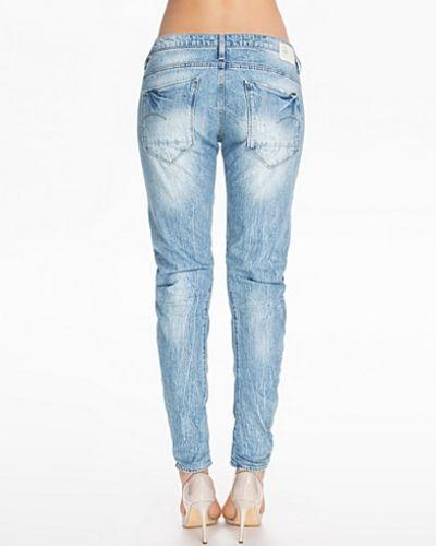 Boyfriend jeans från G-Star till tjej.
