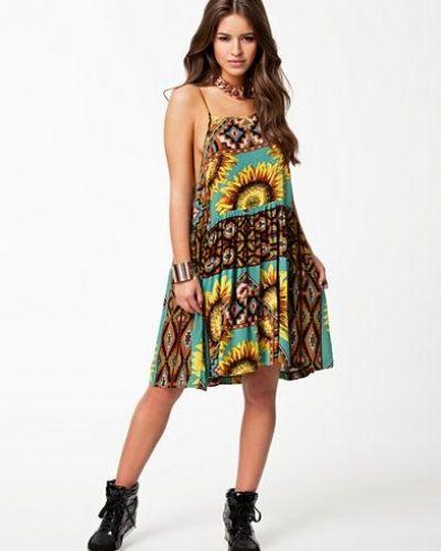 Till dam från Minkpink, en flerfärgad klänning.