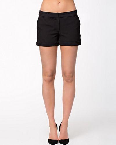 Till dam från Vero Moda, en svart shorts.