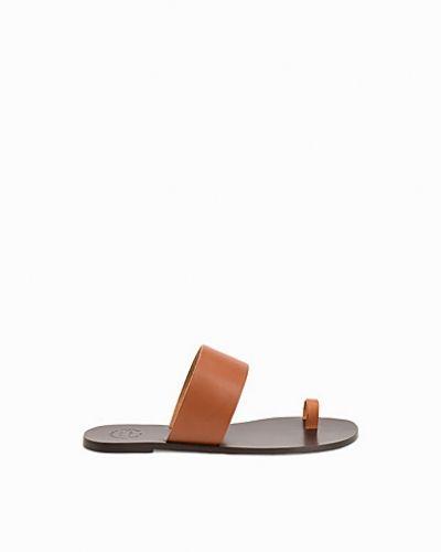Till dam från ATP ATELIER, en sandal.