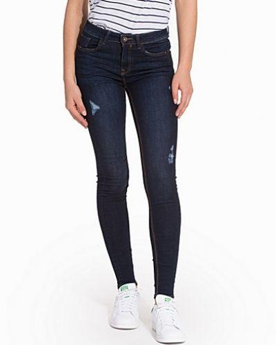 Till dam från New Look, en blå slim fit jeans.