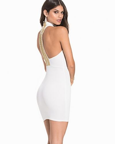 Till dam från NLY One, en vit fodralklänning.