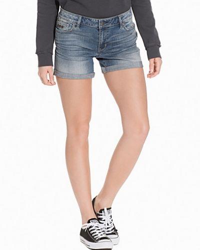 Till tjejer från Odd Molly, en blå jeansshorts.