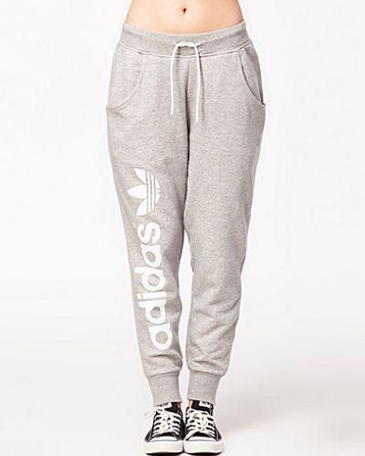 gråa adidas mjukisbyxor