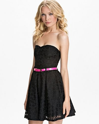 Bandeauklänning Bandeau Crochet Lace Dress från Club L
