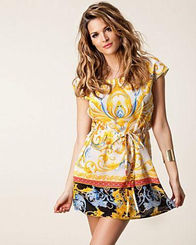 Studentklänning från Fount till tjejer.