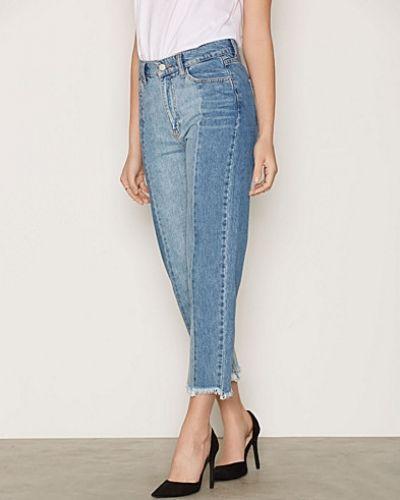 Till dam från Moss Copenhagen, en blå straight leg jeans.