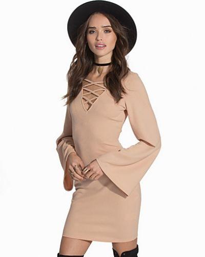 Bell Sleeve Tie Up Dress Ax Paris långärmad klänning till dam.