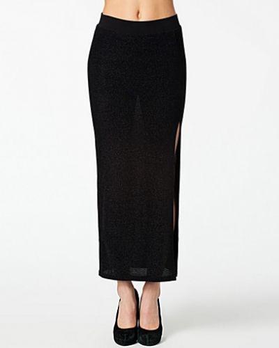 Till tjej från VILA, en svart långkjol.