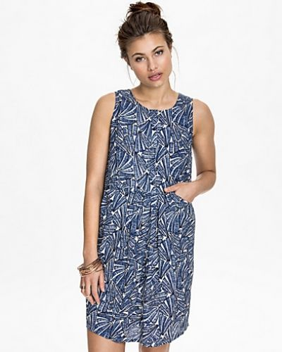 Till dam från ICHI, en blå klänning.
