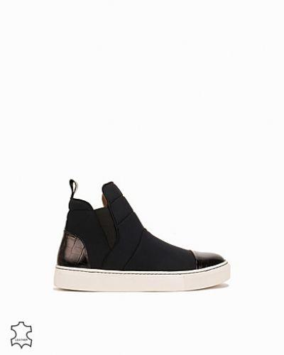 Till dam från By Malene Birger, en svart sneakers.