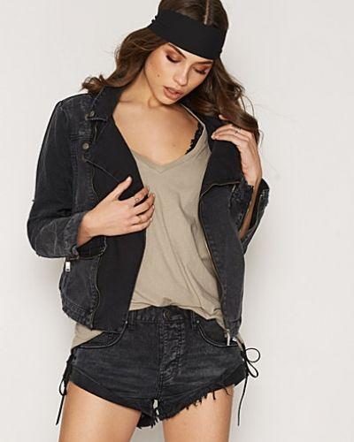 Till dam från One Teaspoon, en svart jeansjacka.