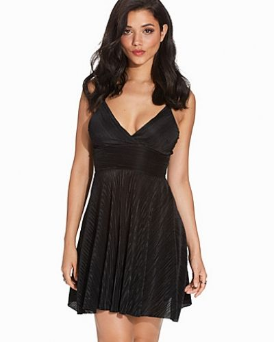 Black Pleated Strappy Skater Dress New Look klänning till dam.