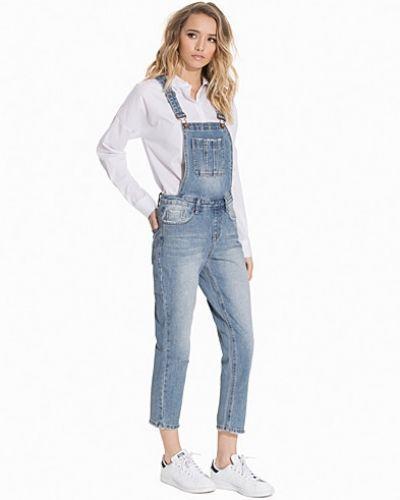 Till dam från New Look, en blå straight leg jeans.