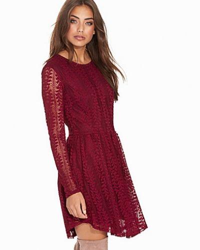 Blush Lace Dress NLY Trend klänning till dam.