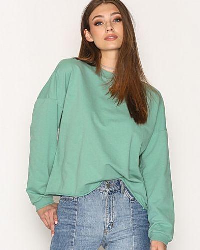 Till dam från NLY Trend, en grön sweatshirts.