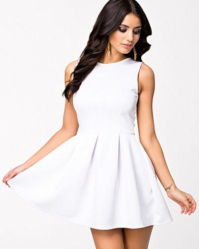 2042256f8956 Oneness - Bow Back Dress. Klänning Bow Back Dress från Oneness