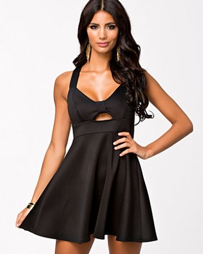 d2ab1ae8df36 Oneness - Bow Plain Skater Dress. Klänning Bow Plain Skater Dress från  Oneness