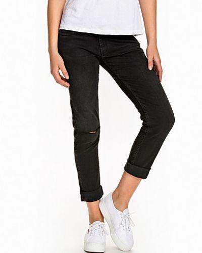Calvin Klein Jeans boyfriend jeans till tjej.