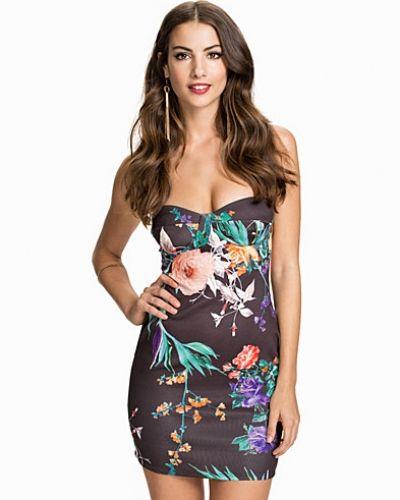 Till dam från NLY One, en flerfärgad bandeauklänning.