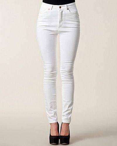 Till dam från Won Hundred, en vit slim fit jeans.