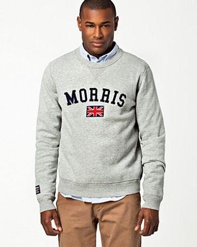 Till killar från Morris, en grå sweatshirts.