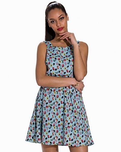 Till dam från Sally&Circle, en blå klänning.