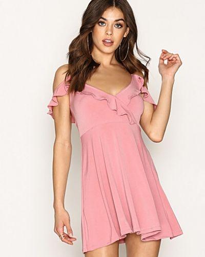 Till dam från Motel, en klänning.
