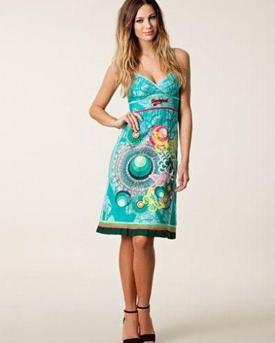 Desigual klänning Desigual klänning till dam.