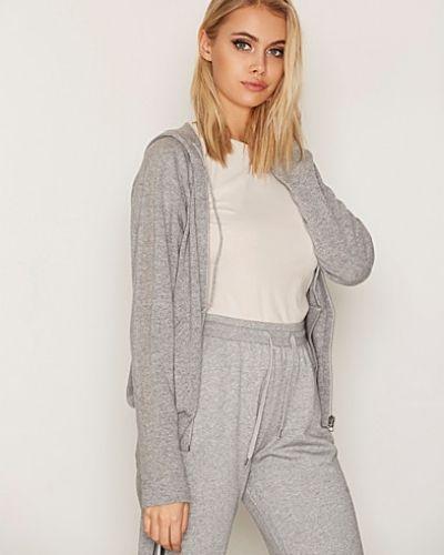 Till dam från Filippa K, en grå stickade tröja.