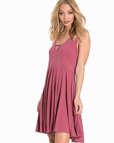 Casual Dress Glamorous vardagsklänning till dam.