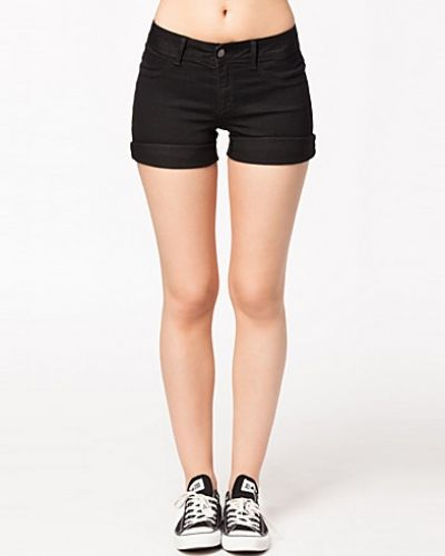 Till tjejer från Jacqueline de Yong, en svart jeansshorts.