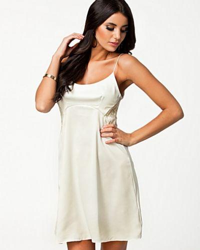 Channa Dress TFNC studentklänning till tjejer.