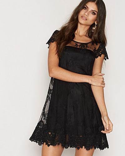 ida sjöstedt svart spetsklänning