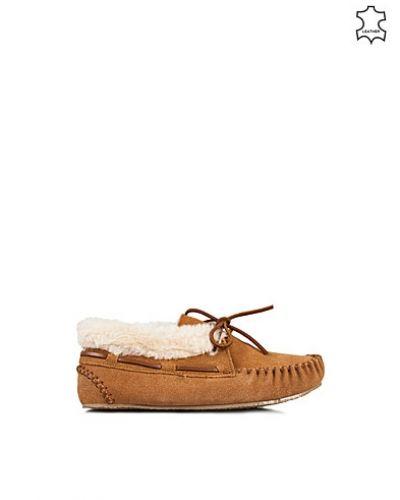 Metallicfärgad loafers från Minnetonka till dam.