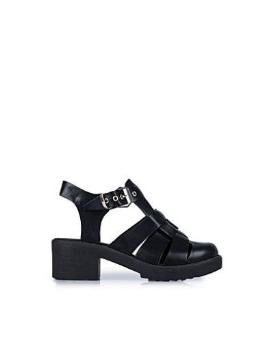 Till dam från Nly Shoes, en svart sandal.