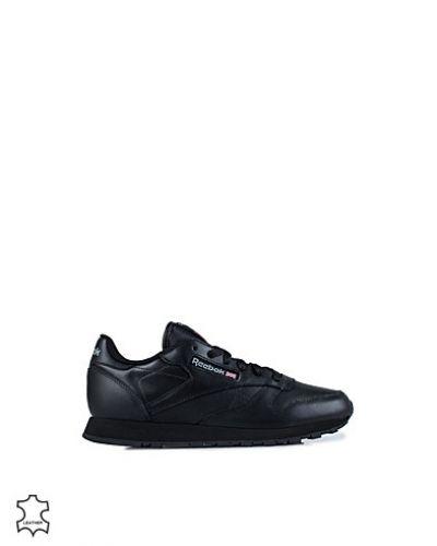 Till dam från Reebok, en svart sneakers.