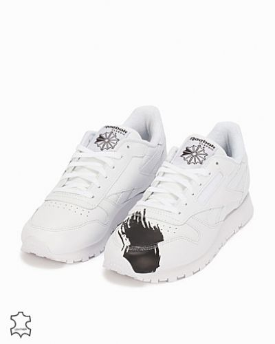 Till dam från Reebok Classics, en vit sneakers.
