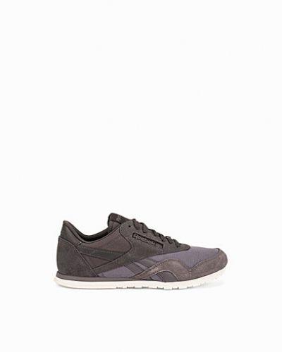 Till dam från Reebok Classics, en sneakers.