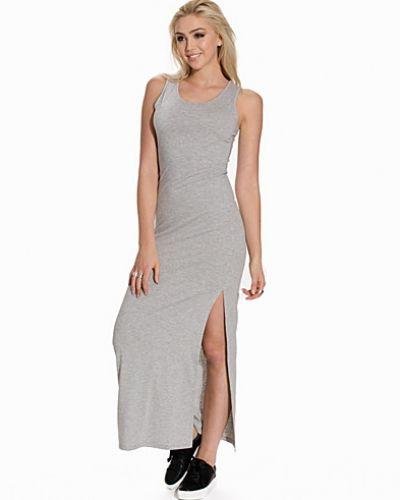 Classy Maxi Dress NLY Trend maxiklänning till dam.