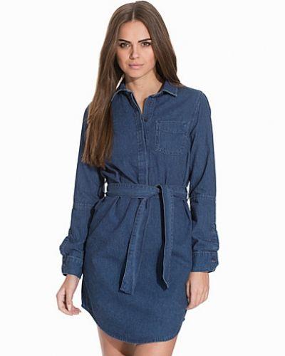 Till dam från Topshop, en blå långärmad klänning.