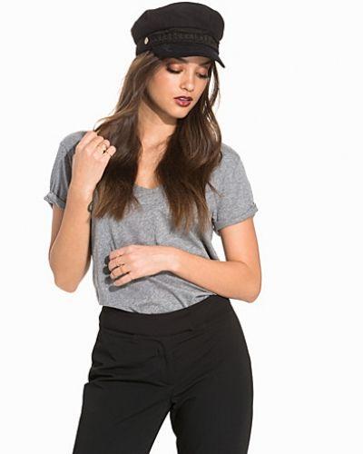 Till dam från Hunkydory, en grå t-shirts.