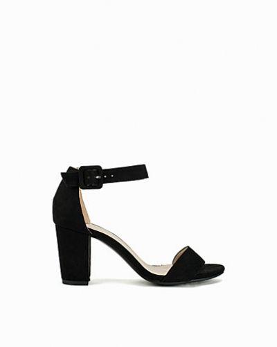Till dam från Nly Shoes, en svart mid-klack.