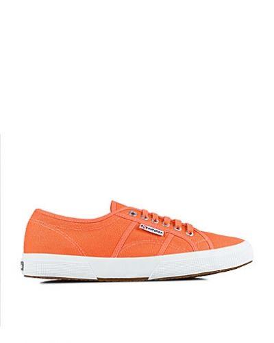 Sneakers från Superga till herr.