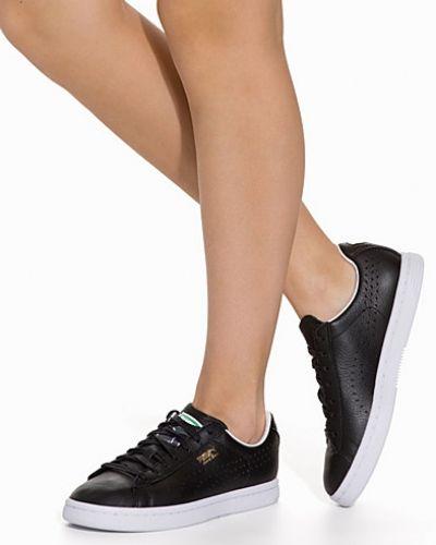Till dam från Puma, en svart sneakers.