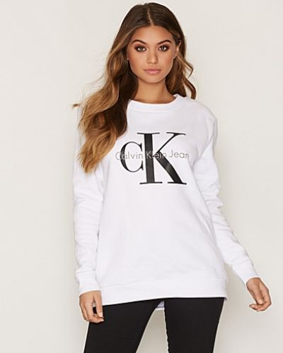 Till dam från Calvin Klein Jeans, en vit sweatshirts.