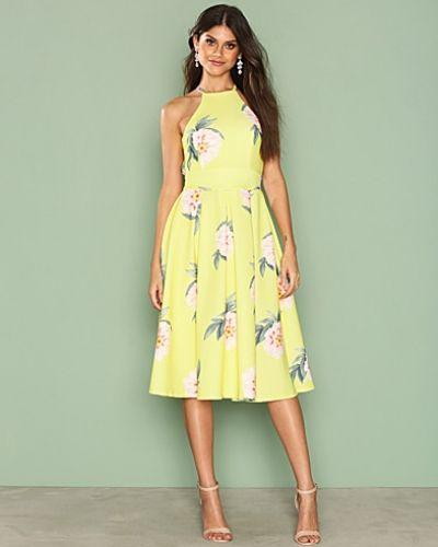 Till dam från NLY One, en flerfärgad midiklänning.